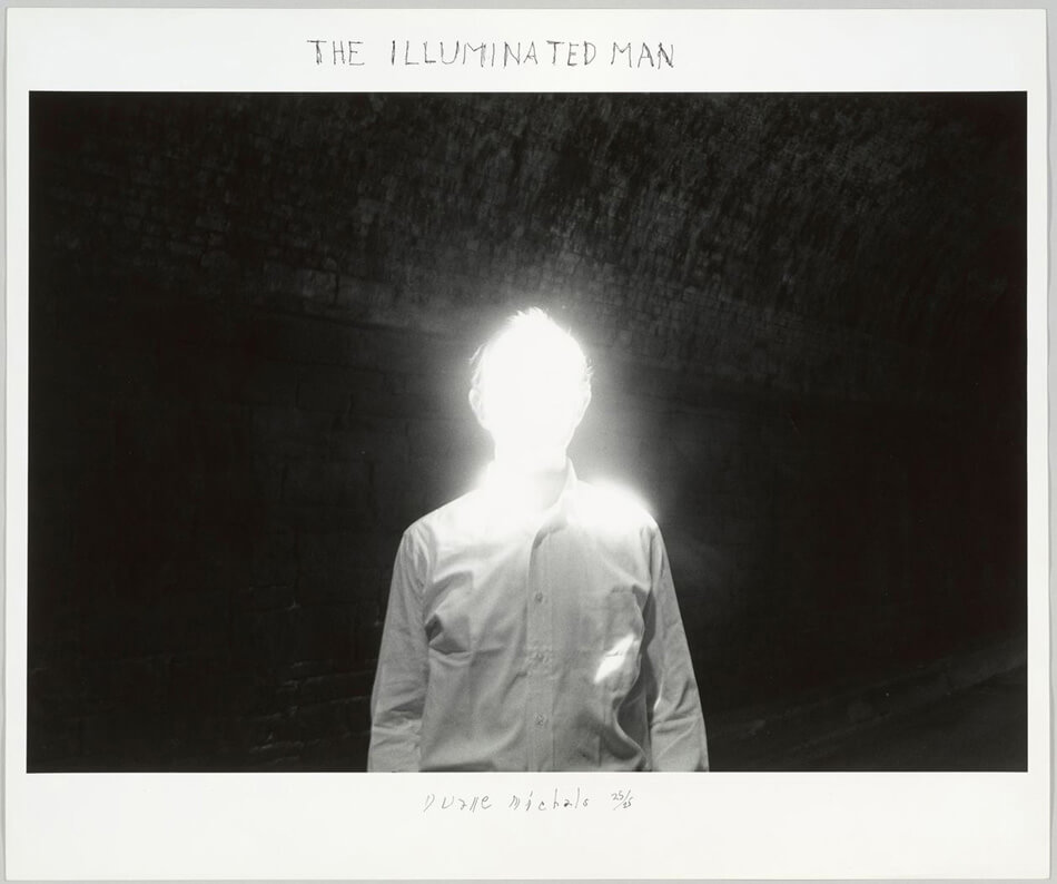 The Illuminated Man (El hombre iluminado) © Duane Michals