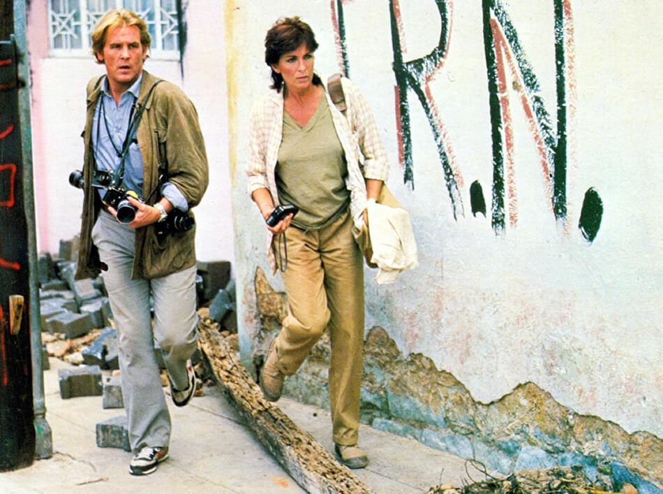 Nick Nolte y Joanna Cassidy en el rodaje de Bajo el fuego